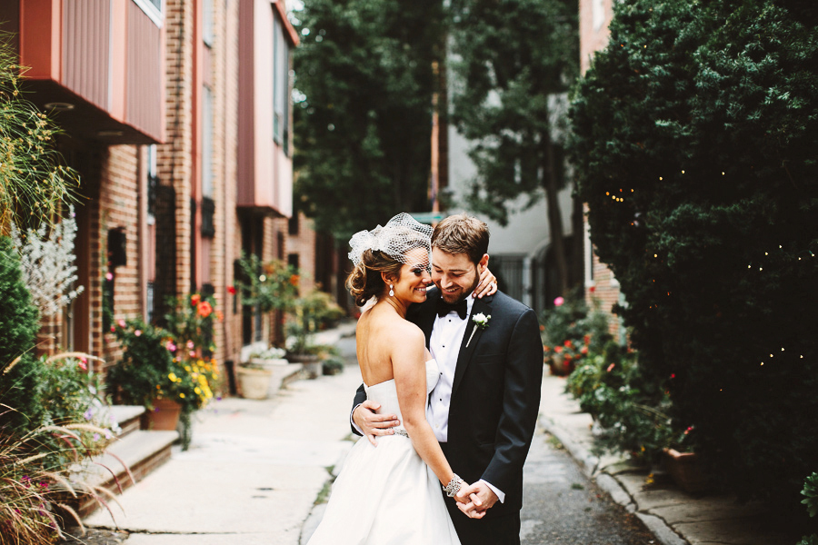 stylish Pennsylvania backyard wedding photography